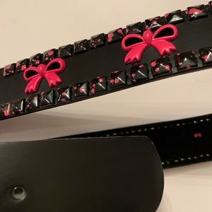 Hot Topic Belt Size L 36-38 Black and Pink
